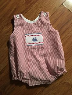 Diy Crafts - This sweet smocked sunsuit/bubble has been constructed out of red stripe seersucker fabric with a cotton lining. The buttons on the Smocking Baby, Smocking Patterns, Little Boy Outfits, Baby Boy Outfits, Kids Outfits, Baby Boy Dress, Baby Girl Dress Patterns, Smocked Baby Clothes, Short Niña