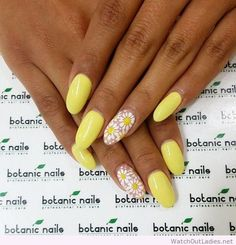 Botanic nails yellow with flowers Acrylic Nail Designs, Nail Art Designs, Nails Design, Acrylic Nails Coffin Glitter, Stiletto Nails, Acrylic Gel, Botanic Nails, Daisy Nails, Daisy Nail Art