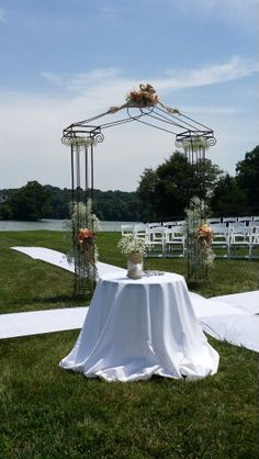 Lakeside wedding in the round