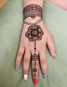 94 Easy Mehndi Designs For Your Gorgeous Henna Look Henna Tattoo Hand, Henna Tattoo Designs, Henna Tattoos, Henna Designs For Kids, Hena Designs, Simple Henna Tattoo, Tattoo Diy, Mehndi Designs For Beginners, Mehndi Designs For Fingers