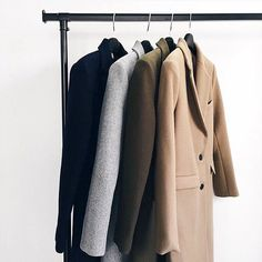 Creating the Men Minimalist Fashion Wardrobe Fashion Mode, Mens Fashion, Fashion Trends, Fashion News, Fond Studio Photo, Noora Style, Katsuki Yuri, Street Style Outfits, Normcore