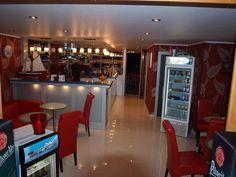 Balatonfüreden eladó utcai bejáratos üzlethelyiség - Közvetlenül a Tagore sétányon és az Eszterházy strand felé kávézó - Kód: AUT07. - http://balatonhomes.com/AUT07/uzlet-balatonfured-40nm - Vételár: 20 000 000 Ft. - BalatonHomes Ingatlanközvetítés: http://balatonhomes.com/ - Telefonos elérhetőség: +36 30 474 5901 A telefonban hivatkozzon erre az ingatlan kódra: AUT07.