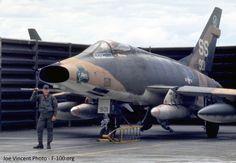 NA D Supersabre, Vietnam era Airplane Fighter, Fighter Aircraft, Fighter Jets, Airplane Art, Us Military Aircraft, Military Jets, Vietnam War Photos, Indochine, War Machine