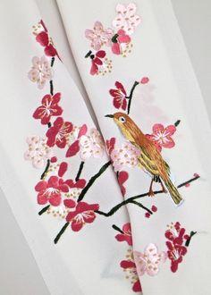Embroidery . 正絹,手刺繍半衿