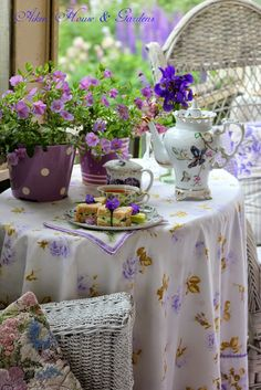 Aiken House  Gardens: Tea on our Summer Porch