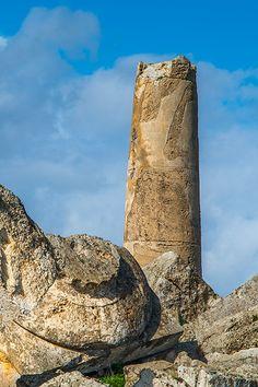 Sizilien im Winter - da hat man die antiken Tempel in Selinunte fast für sich alleine. In den Resten der riesigen antiken Stadt kann man sehr schön die einzelnen Bauteile griechischer Tempel sehen - einige sehen aus wie fliegende Untertassen. Warum die Tempel in Selinunte zusammengefallen sind, erfahrt ihr hier: http://www.trip-tipp.com/sizilien/ausfluege-antike/selinunte.htm