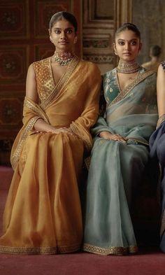 Indian Fashion Dresses, Dress Indian Style, Indian Designer Outfits, Indian Wedding Outfits, Indian Outfits, Indian Attire, Stylish Blouse Design, Fancy Blouse Designs, Saris