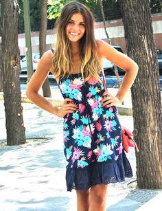 Ir a la moda con las tendencias revelación de este verano 2012: estampados tropicales + colores flúor. Un vestido fresquito y perfecto tanto para ir a la playa como para ir a tomar algo. Combínalo con unos tacones y será ideal también para una noche de verano. #hawaiian #trendytaste #look #fashion #moda #estilo #style #streetstyle