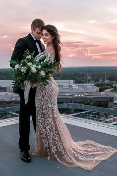 Must See Rooftop Wedding Inspiration Wedding Photography Poses, Wedding Poses, Wedding Attire, Wedding Dresses, Wedding Ideas, Rooftop Photoshoot, Wedding Photoshoot, Best Bride, Rooftop Wedding