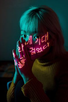Photo Of Woman Wearing Yellow Sweater · Free Stock Photo Neon Lights Photography, Projector Photography, Indoor Photography, Art Photography, Creative Portrait Photography, Photography Editing, Portrait Photography Lighting, Fashion Fotografie, Kreative Portraits