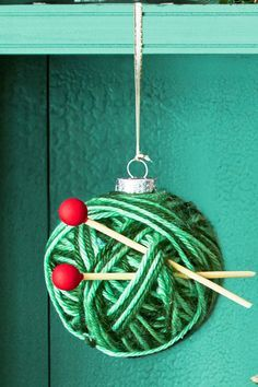 Knit Bauble: This Christmas ornament is the perfect definition of handmade and homemade. Find more easy handmade, glitter, photo, rustic, fabric, felt, painted and personalized DIY Christmas ornament ideas here.
