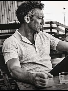 Discover recipes, home ideas, style inspiration and other ideas to try. Vincent Cassel, Men's Style Icons, Foto Face, European Fashion, European Style, French Man, Jolie Photo, Movie Stars, Feelings