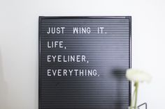 https://flic.kr/p/NTF1f3   sovrum https://sandyinwonderland.se/2016/11/07/just-wing-it-life-eyeliner-everything/