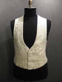 09022524 Vest early 19thC white satin brocade C45.JPG (450×600)