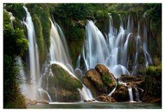 Kravica Wasserfall in Bosnien und Herzegowina: http://de.wikipedia.org/wiki/Kravica