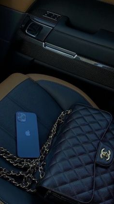 Luxury Purses, Luxury Bags, Mekka Islam, Applis Photo, Classy Aesthetic, Rich Life, Dream Life, Luxury Lifestyle, Aesthetic Pictures