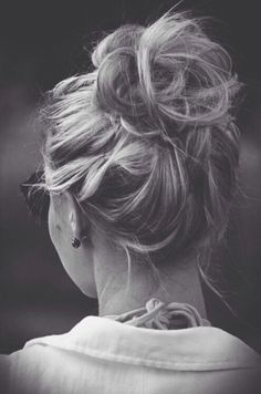 Quick and Easy Messy Bun Hairstyles!! THESE days I like it simple. And the messy bun is the answer...#messybun