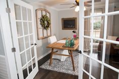Trendy Home Office Rustic Modern Fixer Upper Ideas Farmhouse Office Chairs, Farmhouse Interior, Farmhouse Homes, Farmhouse Chic, Rustic Chic, Rustic Desk, Rustic Modern, Dark Wood Living Room, Living Room Flooring