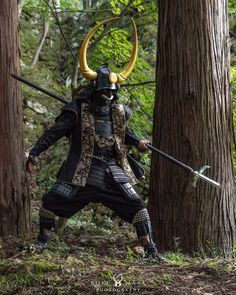 The Samurai (or Bushi) were the warriors of premodern Japan. They later made up the ruling military class that eventually became the… Arte Ninja, Ninja Art, Ronin Samurai, Samurai Warrior, Costume Ethnique, Bushido, The Last Samurai, Samurai Artwork, Japon Tokyo