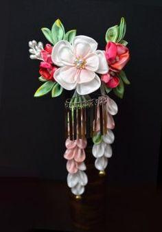 DeviantArt: More Like Sakura Hair Comb. Modeled tsumami kanzashi by hanatsukuri