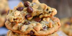 Got ripe bananas? These easy Peanut Butter Banana Chocolate Chip Cookies are WAY more fun than making banana bread and so delicious too! Peanut Butter Banana Cookies, Banana Chocolate Chip Cookies, Peanut Butter Truffles, Mint Chocolate Chips, Chocolate Peanuts, Chocolate Peanut Butter, Peanut Butter Bon Bons, Buttermilk Pancakes Fluffy, Banana Crumb Muffins
