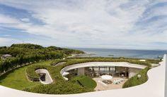Circle house in Japan / maison ronde au Japon  | More photos http://petitlien.fr/designhouses