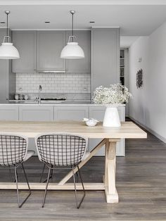 = Soft grey + light tones Tania Hendelsmann | North Sydney House Kitchen | © Jem Cresswell | Est Magazine