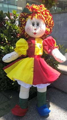 Boneca de pano Emília do Sitio do pica-pau amarelo, feita por encomenda Tiny Dolls, Soft Dolls, Doll Clothes Patterns, Doll Patterns, Doll Home, Fabric Dolls, Beautiful Dolls, Projects, Cloth Doll Making