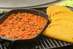 Check out this delicious recipe for Beef Tacos from Weber—the world's number one authority in grilling. Weber Bbq Recipes, Meat Recipes, Cooking Recipes, Webber Bbq, Boston Baked Beans, How To Cook Pork, Healthy Eating Tips, Light Recipes, Tacos