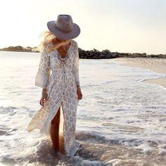 Vestidos y joyas de Gypsylovinlight Summer Style :: Beach Boho :: Festival Outfits :: Gypsy Soul :: Bohemian Beauty :: Hippie Spirit :: Free your Wild :: See more Untamed Fashion + Style Inspiration Bohemian Mode, Bohemian Style, Boho Chic, Maxi Dress With Slit, The Dress, Dress Long, Chiffon Dress, Outfits With Hats, Chic Outfits
