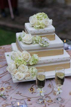 Classic wedding cake & white roses White Wedding Cakes, White Roses, Classic, Weddings, Centerpieces, Derby, Classic Books, White Wedding Dresses