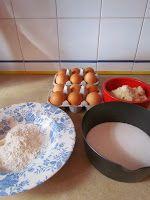 Ana Miúda: Broinhas de gema Portuguese Recipes, Dog Bowls, Deserts, Kitchen, Tasty Food Recipes, Healthy Recipes, Conch Fritters, Top Recipes, Food