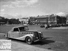Automobile Renault cabriolet des années 1930. Paris, place de la Concorde © Pierre Jahan / Roger-Viollet /Paris en Images