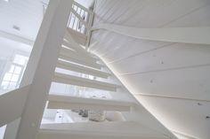 Epäsuoralla ledivalolla valaistut portaat ovat sisustuselementti sellaisenaan. http://www.winled.fi/
