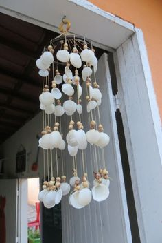 Seashell Wind Chimes, Diy Wind Chimes, Seashell Art, Seashell Crafts, Beach Crafts, Diy Crafts For Gifts, Creative Crafts, Seashell Projects, Sea Shells