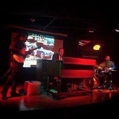 #hammondgrooves #organtrio #hammondb3 #bateria #guitarra #hammondorgan #guitar #drums #jazzorgan #organjazz #jazztrio #souljazz #groove #soul #blues #sonsdobrasil #music #musica #crazy #babe #red #oldschool #concert #shows #literatura #discos #filme