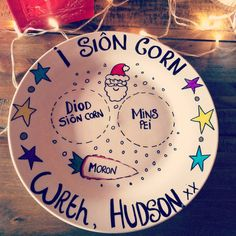 Add magic to your childs Christmas Eve with this Welsh Christmas Eve plate!! Please advise at the time of purchase of the following:- - drink or snack of your choice to be detailed on the plate (milk/tea/mince pie/ cookie etc) - Child/Children name * Please note that the plates are made with love and hand made. Because of this, there may be slight variations in the design* There is no return policy with the items so please advise if you would like image of the plate sent to you prior to…