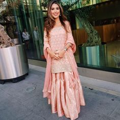 anooshemussarat looks beautiful in an Old World Pink Classic Gharara 🌟 Indian Party Wear, Indian Wear, Indian Style, Pakistani Outfits, Indian Outfits, Ethnic Fashion, Asian Fashion, Desi Clothes, Indian Clothes