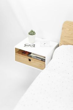 Floating nightstand - White Floating nightstand bedside table drawer in solid oak mid century modern - Bedside Shelf, White Nightstand, Floating Nightstand, Floating Drawer, Floating Shelves Bedroom, Custom Furniture, Solid Oak, Bedroom Decor, Mid Century