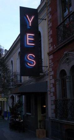 YES, letras de Acero Inoxidable Brillante con luz neon frontal y posterior, estamos a sus ordenes: arteneon.com.mx