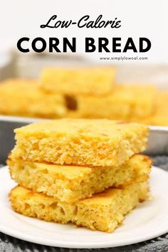 Low-calorie corn bread makes a great side to any Fall soup or chili. Made to be lower in calories while still high in flavor. | Simply Low Cal @simplylowcal #lowcaloriecornbread #cornbreadrecipe #cornbread #healthiercornbread #breadrecipe #simplylowcal
