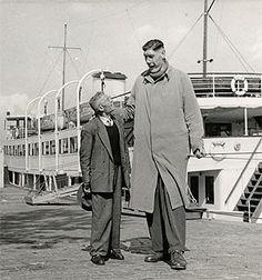 Rotterdam - De reus van Rottedam, samen met zijn vader, bij de Spido