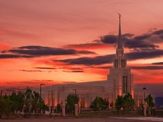 Gila Valley AZ backed by a great AZ sunset LDS temple Lds Temple Pictures, Church Pictures, Mormon Temples, Lds Temples, Beautiful Sites, Beautiful Images, Safford Arizona, Lds Faith, Church Quotes