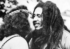 Se supera a los demonios... - http://growlandia.com/highphotos/media/Se-supera-a-los-demonios-con-algo-llamado-amor-Bob-Marley/