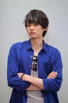青いジャケットの古川雄輝
