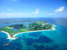 What clear blue and green sea around the Isles of Scilly - perfect spot.