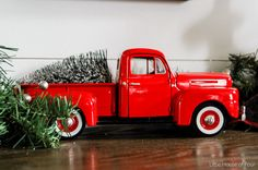 Little Red Truck Christmas Pictures Ideas For 2019 Christmas Truck, Outdoor Christmas, Country Christmas, Christmas Home, Vintage Christmas, Christmas Ideas, Christmas Holidays, Christmas Crafts, Christmas Tree Images