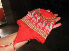 Rote #Chullo #Mütze für #Babys bis 3 Jahre aus naturbelassener #Alpakawolle Inka, Kind Mode, Fingerless Gloves, Arm Warmers, Crochet Bikini, Bikinis, Swimwear, Peru, Babys