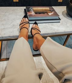 Mango Shoes – Outfit Inspiration & Ideas for All Occasions Crazy Shoes, Me Too Shoes, Mango Shoes, Mode Shoes, Cute Summer Tops, Minimalist Shoes, Mode Chic, Looks Vintage, Looks Style