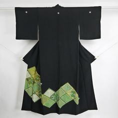 Tomesode kimono / 菱文柄を施した礼装用の黒留袖 http://www.rakuten.co.jp/aiyama #Kimono #Japan #aiyamamotoya